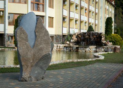 """Hidi Endre """"Rügy"""", andezit, 2 m, Kvitka Polonini szanatórium"""