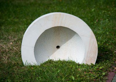 """Dani Tamás """"Tál?"""", homokkő, 0,5 m, Pro Arte Munkács szoborpark"""