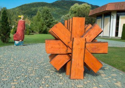 """Riszard Lytwinuk """"Békemalom"""", fenyőfa, 1,8 m, Déda"""